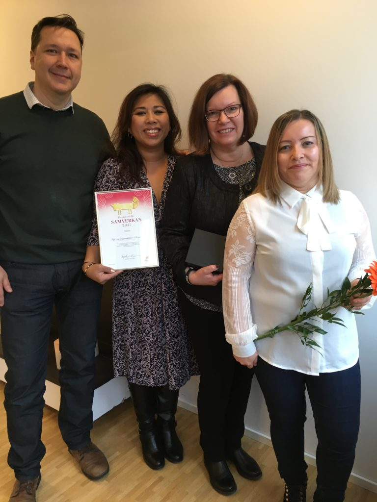 Kategori Samverkan - Asyl och migranthälsan Sörmland. Priset togs emot av: Anthony Ericson, VidaAnne Torelöv, Eva Rosengren, och Yesenia Romero-Viera
