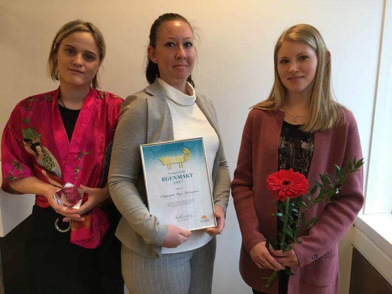 Kategori Egenmakt - (H)järnkolls Unga Ambassadörer. Priset mottogs av Katarina Olsson, Elin Waltjersson, och Isabel Björklund